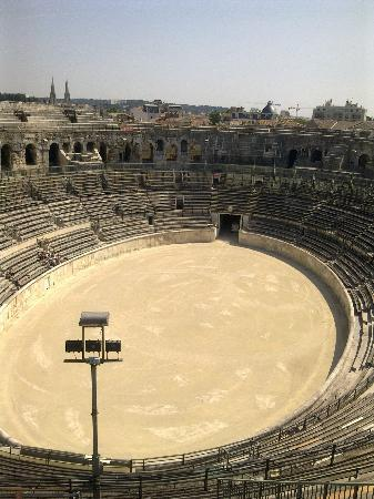Nîmes, Frankrike: the arena