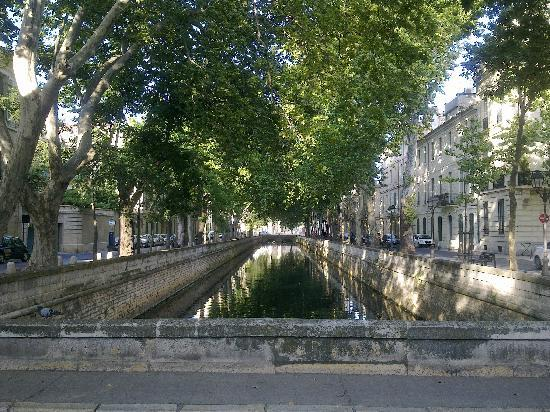 Nimes, Prancis: stylish boulevards