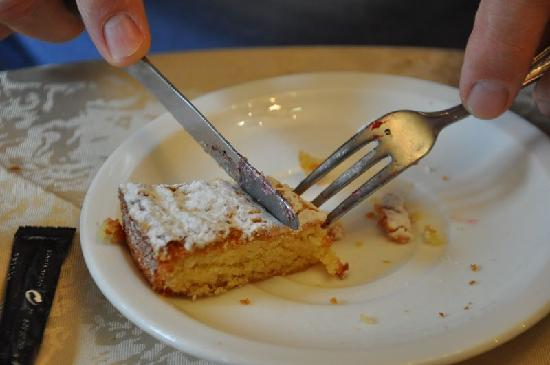Casa Hotel As Artes: No faltó tarta de Santiago en el desayuno