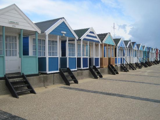 Southwold Pier: Beautiful beach huts