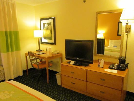 Fairfield Inn & Suites Chicago St. Charles: Nice working area