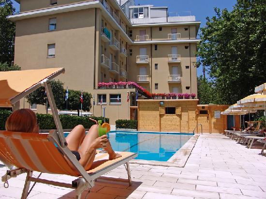 Hotel Excelsior: La piscina..
