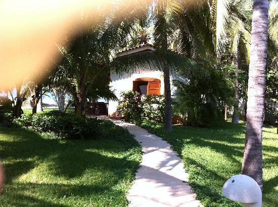Barra de Potosi, Meksiko: Walkway to bungalow