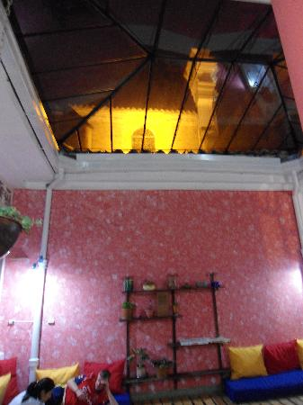 Popayan, Colombia: Common Room with nice glass roof