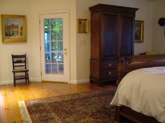 "Armoire w/32"" HDTV, DVD, DVR, & Netflix w/Door Leading to Private Porch - The Welsh Hills Inn"