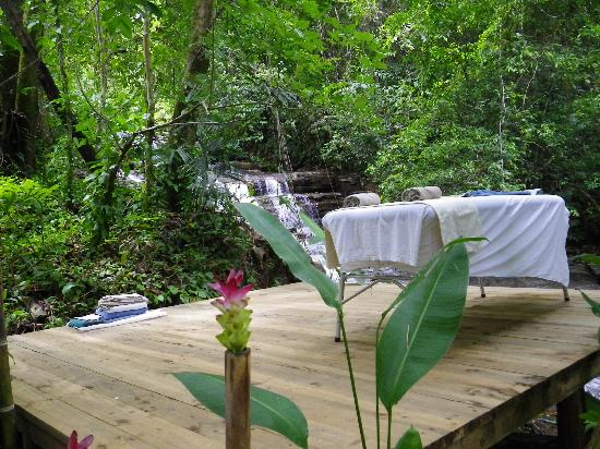Waterfall Villas: Setting up for our Couples Massage