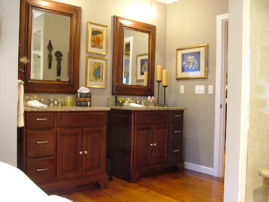 The Welsh Hills Inn: Granite Top Vanities in the Berllan Glyn Suite - Wide Plank Heart Pine Floors - Welsh Hills Inn.