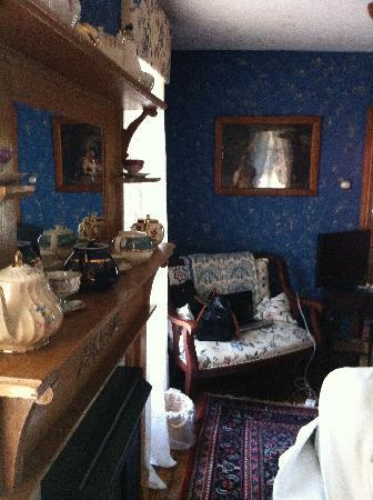 Amethyst Inn & Cottages: A view of the Cobalt suite