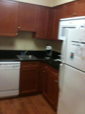 Homewood Suites by Hilton Grand Rapids: this is the kitchen