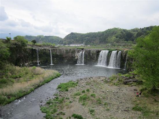 Bungoono, Japonya: 吊り橋から見た原尻の滝