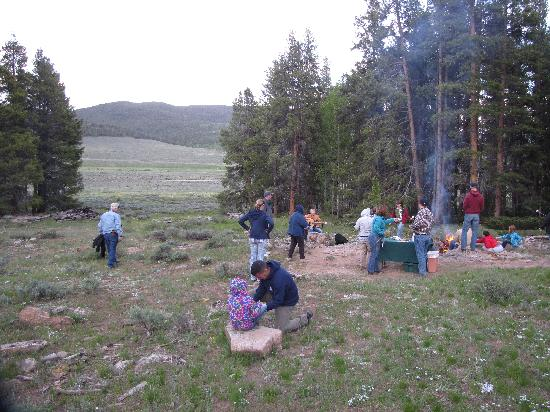 Waunita Hot Springs Ranch: Smores on the hillside