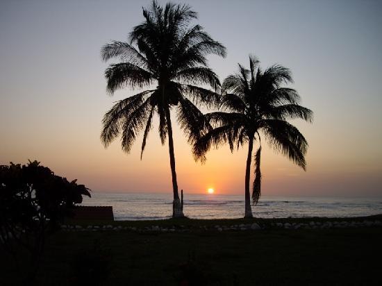 Hotel Iguanazul: One of many sunset shots
