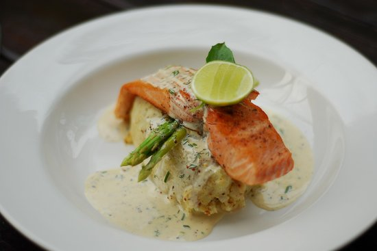 Barracuda Restaurant & Bar: Chargrilled Salmon Fillet