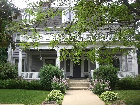 Windom Park Bed and Breakfast: genteel entrance