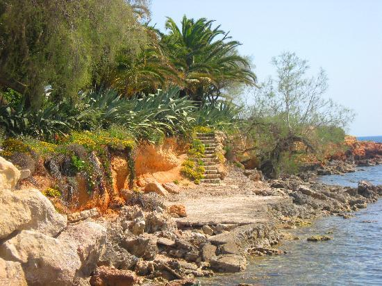 Cala Bona, สเปน: A Walk further along from the Harbour