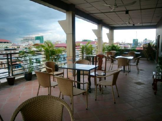 Macau Phnom Penh Hotel : Beautiful Balcony 2
