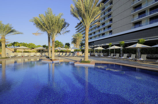Park Inn by Radisson Abu Dhabi Yas Island: Outdoor pool