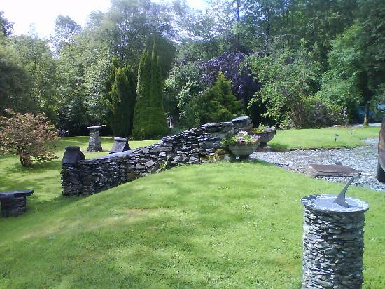 Penmachno Hall : the garden