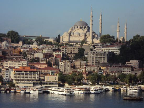 Istanbul Golden City Hotel: The view from the roof terrace while having brakfast