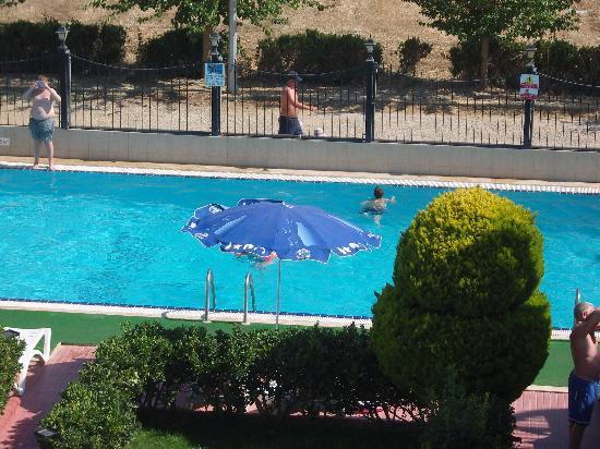 Sunset Village Apartments: pool