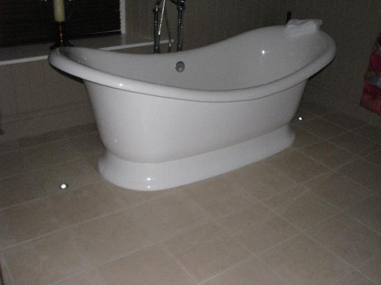 The Plough: slipper bath