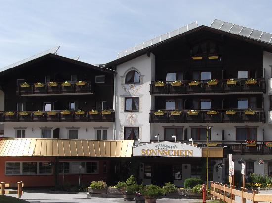 Hotel Sonnschein: hotel side view