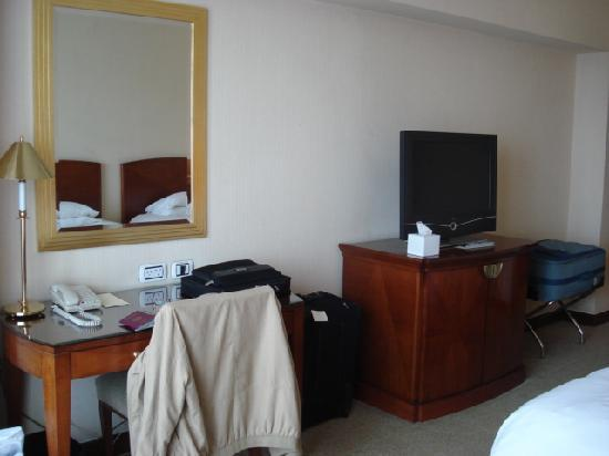 Grand Nile Tower: Desk and TV side