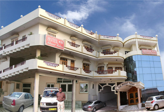 Hotel Bharat Palace & OYO Rooms