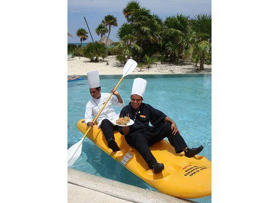 Secrets Maroma Beach Riviera Cancun: Chef in Kayak