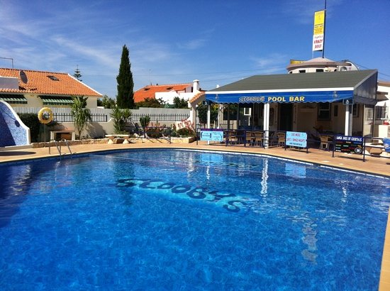 Gale, البرتغال: Scooby's pool bar June 2011