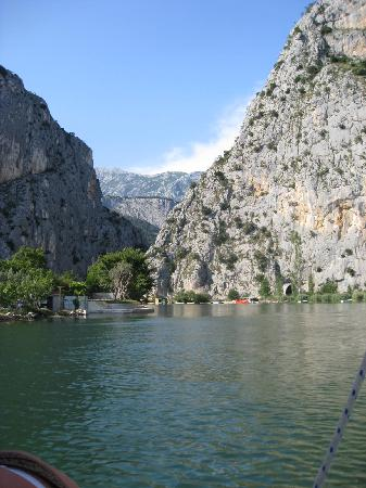 Hotel Plaza Omis : River near Hotel Plaza ideal for an early evening cruise