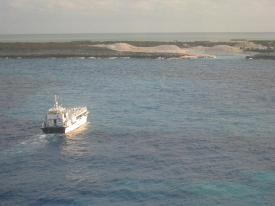 Berry Islands: a tender boat going back to the Great stirrup cay (pic taken from our room)