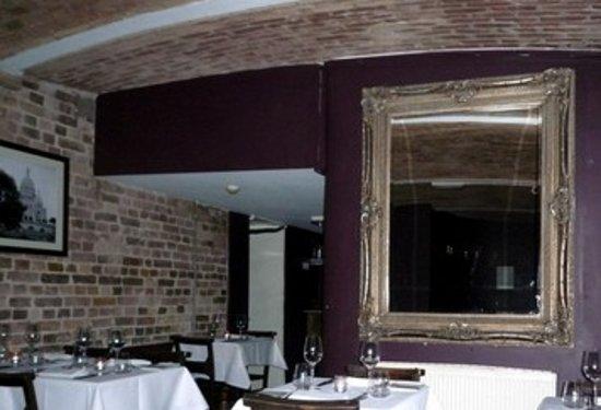 La Cave Restaurant & Wine Bar: salle du restaurant