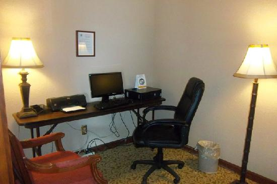 Quality Suites : Business Center