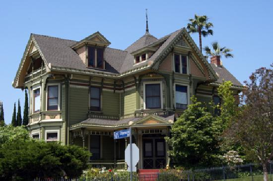 Angelino heights historic area los angeles all you for Historical homes in los angeles