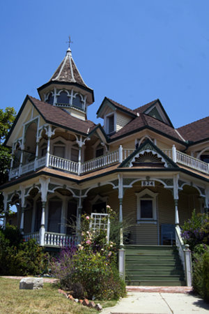 Angelino Heights Historic Area : Victorian Home