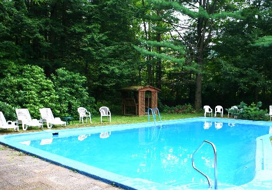 Berkshire Hills Country Inn: Our outdoor pool