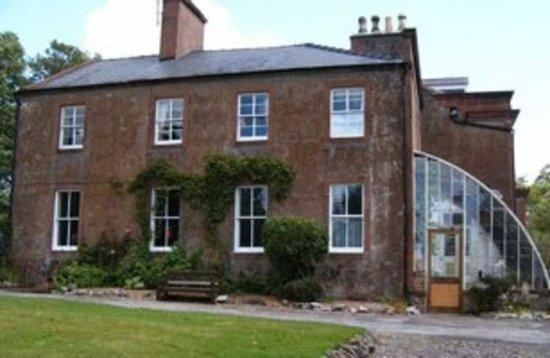 Hillowton House