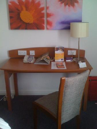 Premier Inn London Greenwich Hotel: desk