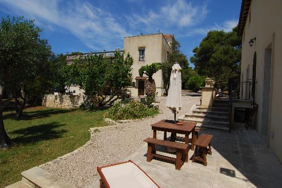 Relais Villa Scinata: Terrasse et jardin accessible à tous