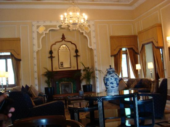 Ananda in the Himalayas: Lobby