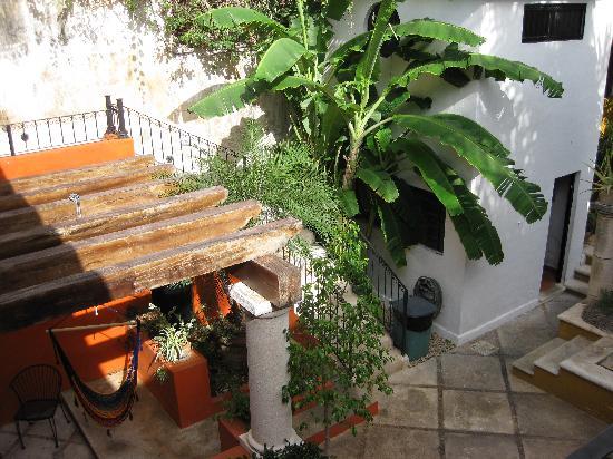 Luz En Yucatan: Downstairs near the pool