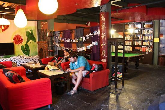 Shanghai Old West Gate International Youth Hostel: Lobby of Laoximen Hostel