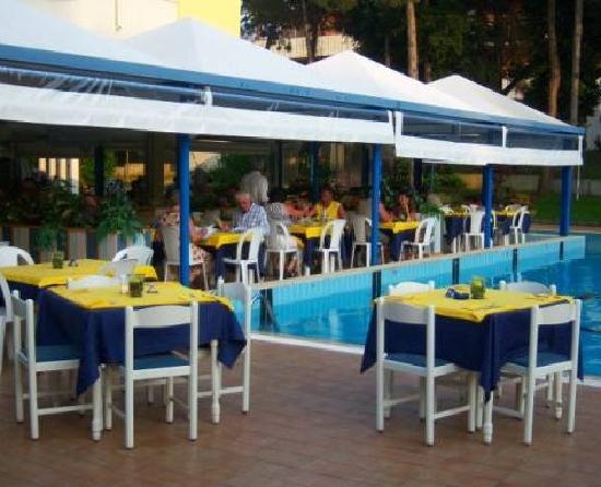 Ristorante di giorno - Picture of Hotel Alla Terrazza, Bibione ...
