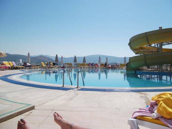 Sunhill Hotel: Swimming pool