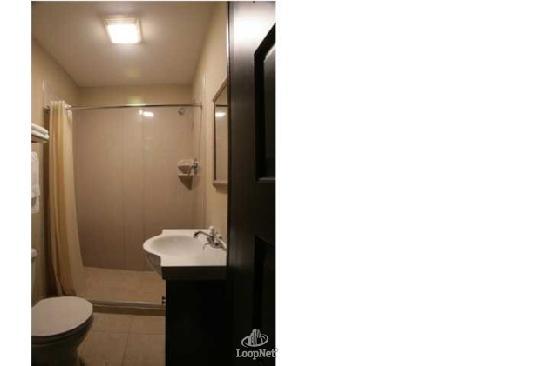 Hotel Cazan: Guest Bath