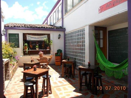 Destino Nomada - DnHostel Bogota: Main Patio