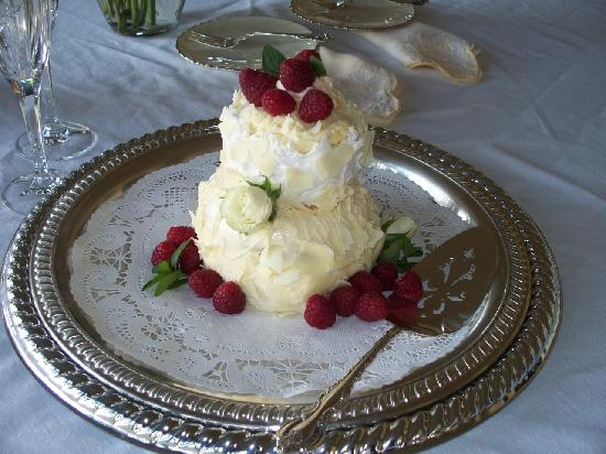 "Paniolo Ranch Bed & Breakfast Spa: ""Couples Only"" wedding cake with raspberry filling"