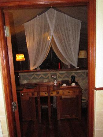 Sarova Mara Game Camp: desk/back of bed