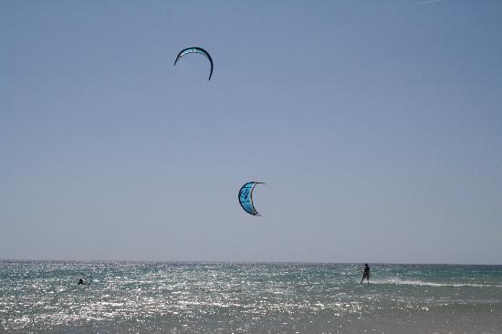 Escuela de kitesurf Gisela Pulido Pro Center: kite 2